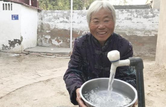 开封杞县群众饮水安全了   群众幸福感增强了